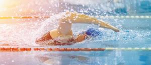 NSF svømmer dame
