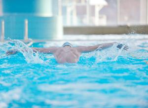 NSF svømmer mann butterfly