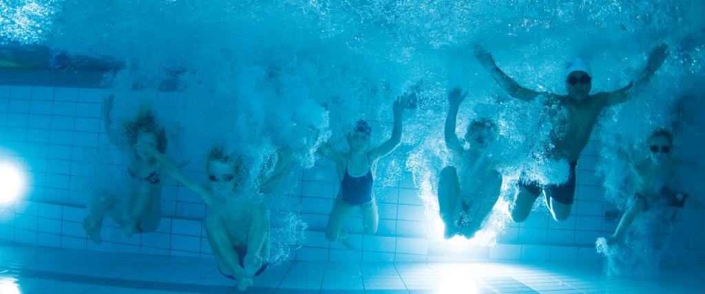 NSF ungdom under vann panorama Fotograf Paal Staven