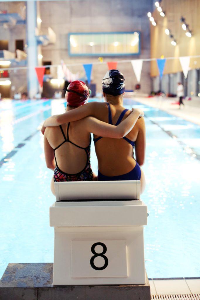 Svømmevenner. Fotograf Adele Grosås