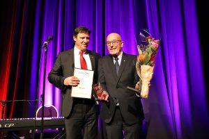 Sven Egil Folvik er tildelt Æresmedlemsskap i Norges idrettsforbund